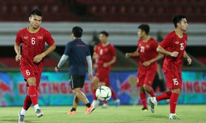 Việt Nam làm quen sân đấu Indonesia