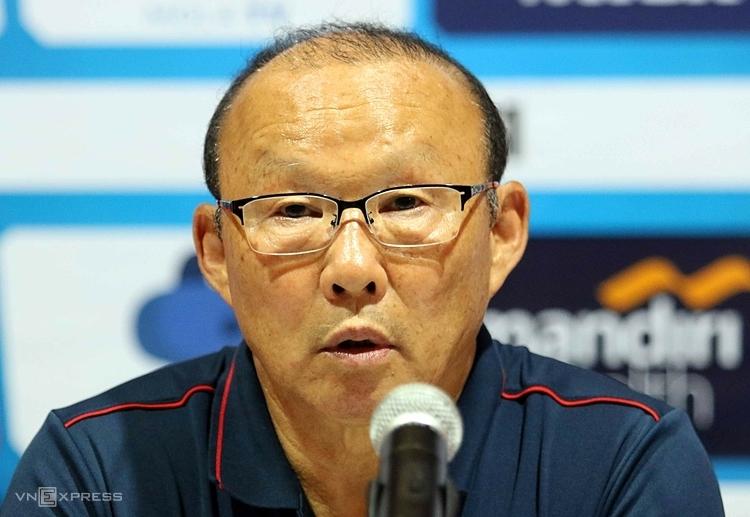 HLV Park trả lời họp báo sau trận đấu với Indonesia. Ảnh: Đức Đồng.