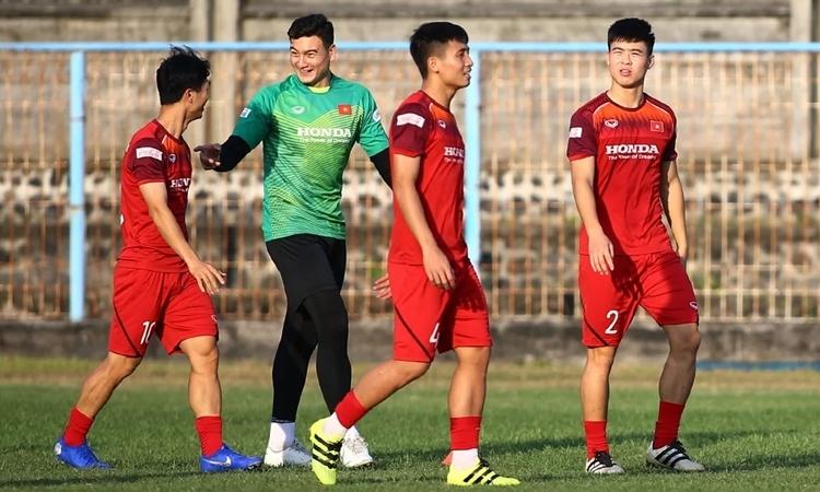 Không khí tập luyện vui vẻ trong đội tuyển Việt Nam. Ảnh: Lâm Thỏa.