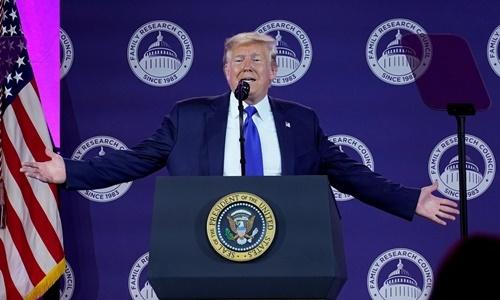 Tổng thống Donald Trump phát biểu tại gala thường niên của Hội đồng Nghiên cứu Gia đình Mỹ ở Washington ngày 12/10. Ảnh: Reuters.