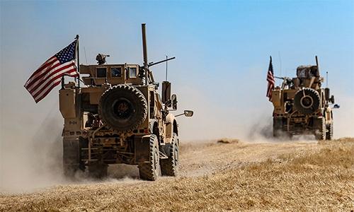 Một đoàn xe quân sự Mỹ tuần tra gần làng al-Hashisha, ngoại ô thị trấn Tal Abyad, Syria ngày 8/9. Ảnh: AFP.