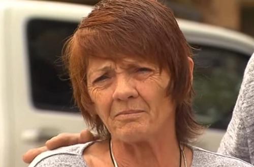 Deborah Pilgrim tại gần Sedan ngày 14/10, sau khi được giải cứu. Ảnh: Webnoviny.