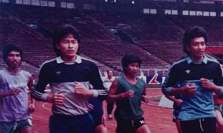 Hermansyah (thứ bai từ trái sang) thời còn thi đấu.