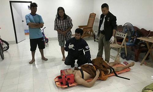 Nhà sư Thái LanPhra Winai Sutthiyano bị thương nặng sau khi bị chủ cửa hàng bắn hôm 16/10. Ảnh: Bangkok Post.