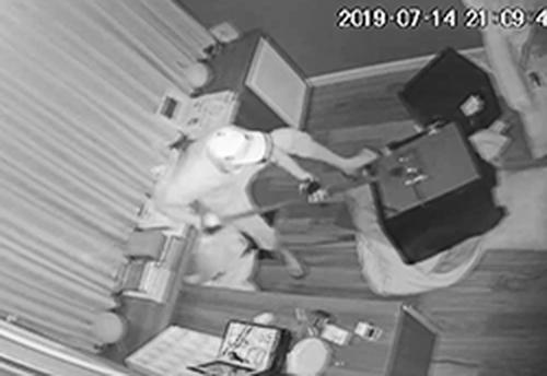 Camera ghi hình tên trộm. Ảnh cắt từ clip.