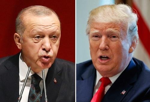 Tổng thống Mỹ Donald Trump (phải) và người đồng cấp Thổ Nhĩ Kỳ Recep Erdogan. Ảnh: AFP.