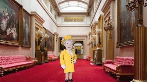 Con rối có trí thông minh nhân tạo mang tên Nữ hoàng ở Anh. Ảnh: CNA.