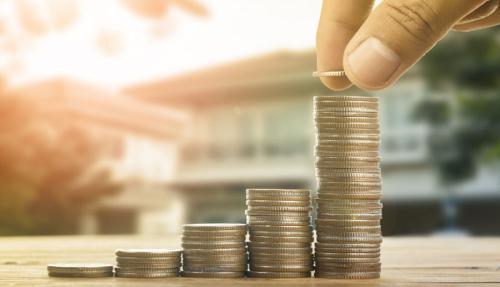 Năm 2018, chi phí học tập trung bình của một công dân Canada là 6.571 CAD (115 triệu đồng) ở cấp đại học.