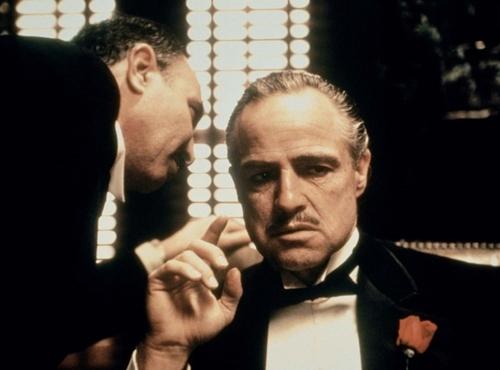 Marlon Brando thủ vai Don Corleone trong phim Bố già. Ảnh: Paramount.