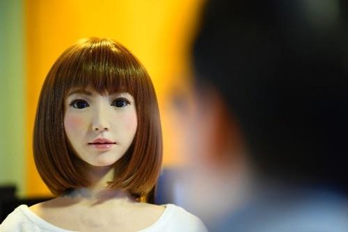 Erica, robot có khả năng trò chuyện và biểu cảm như con người. Ảnh: AFP.