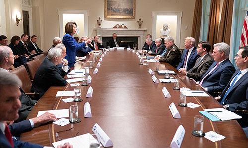 Bức ảnh Chủ tịch Hạ viện Nancy Pelosi chỉ tay vào Tổng thống trong cuộc họp tại Nhà Trắng hôm 16/10. Ảnh:Twitter/Donald J. Trump.