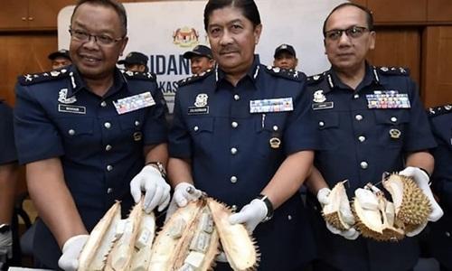 Lô hàng heroin ngụy trang trong sầu riêng được công khai tại buổi họp báo ở Petaling Jaya, Malaysia hôm nay. Ảnh: Bernama.