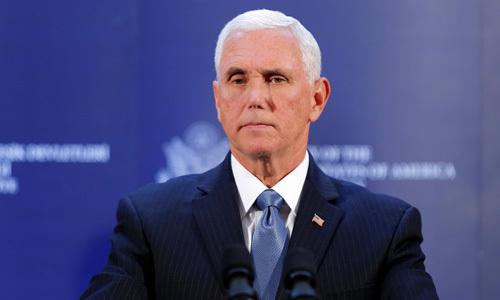 Phó tổng thống Mỹ Mike Pence trong cuộc họp báo tại đại sứ quán Mỹ ở Ankara, Thổ Nhĩ Kỳ hôm 17/10. Ảnh: Reuters.