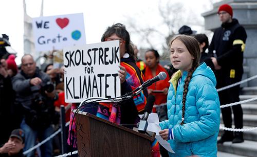 Greta Thunberg phát biểu tại cuộc biểu tình ở thành phố Edmonton, Canada hôm 18/10. Ảnh: Reuters