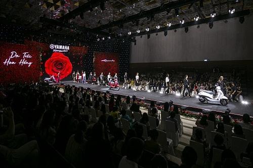 Màn trình diễn thời trang cùng xe Yamaha Grande.