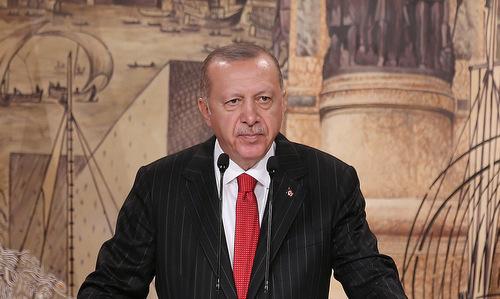 Tổng thống Erdogan trong buổi họp báo tại Istanbul ngày 18/10. Ảnh: Reuters.