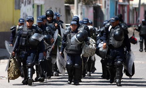 Cảnh sát tuần tra thành phố Santa Rosa de Lima hồi tháng 3/2019. Ảnh: Reuters.