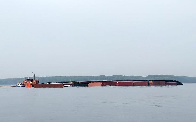 Tàu Sunintegrity chìm ở sông Lòng Tàu. Ảnh: Cảng vụ Hàng hải TP HCM.