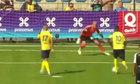 Màn dàn xếp Äá penalty khiến thủ môn chào thua