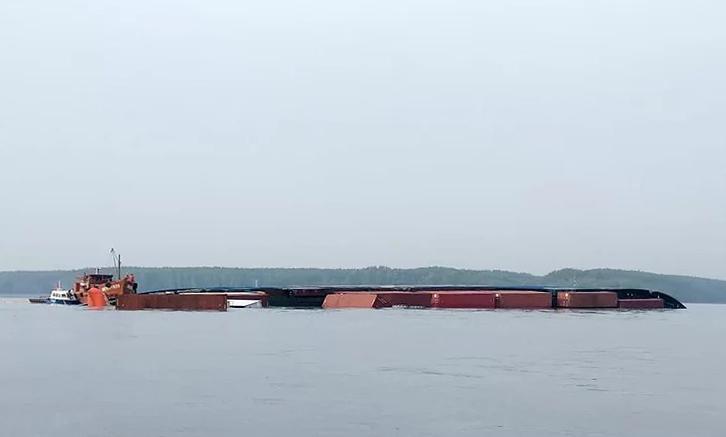 Tàu VietSun Integrity chìm ở sông Lòng Tàu rạng sáng qua. Ảnh: Cảng vụ Hàng hải TP HCM.