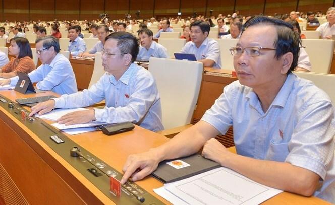 Các đại biểu làm việc tạikỳ họp thứ 7, Quốc hội khoá XIV. Ảnh: Trung tâm báo chí Quốc hội