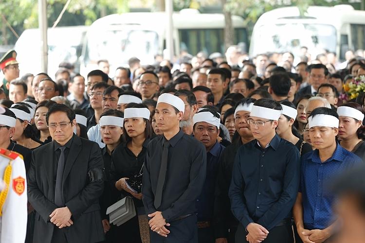 Người thân, bạn bè và đồng nghiệp đến đưa tiễn Thứ trưởng Lê Hải An. Ảnh: Hoàng Việt