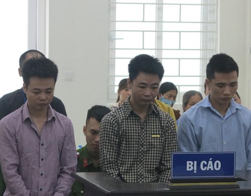 Các bị cáo tại phiên tòa ngày 21/10. Ảnh: H.N.