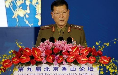 Thượng tướng Kim Hyong Ryong, Thứ trưởng Lực lượng Vũ trang Nhân dân Triều Tiên, phát biểu tại Diễn đàn Hương Sơn lần thứ 9 tại Bắc Kinh hôm nay. Ảnh: Reuters.