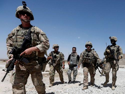 Binh sĩ Mỹ tuần tra tại Căn cứ Quân đội Quốc gia Afghanistan ở tỉnh Logar, Afghanistan hồi tháng 8/2018. Ảnh: Reuters.