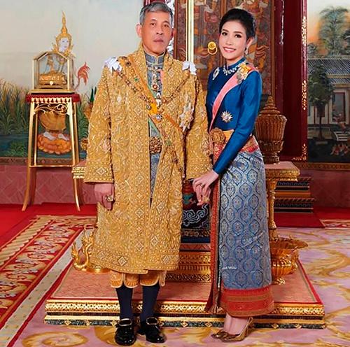 Quốc vương Rama X và Hoàng quý phi Thái Lan Sineenat Wongvajirapakdi. Ảnh: Thai Royal Household