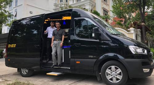 Sau hơn 2 năm nghiên cứu với 3 phiên bản thử nghiệm, hãng xe công nghệ iMaha và Công ty CP Quốc tế HMT Việt Nam vừa cho ra mắt phiên bản iRich phát triển trên nền xe Hyundai Solati.
