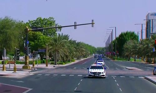 Xe hộ tống Tổng thống Nga được UAE cách điệu như xe tuần tra của cảnh sát giao thông Nga trong lễ đón hôm 15/10. Ảnh: RT.