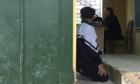 Không roi vọt, giáo viên rất khó dạy dỗ học sinh hư hỏng