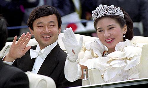 Thái tử Naruhito (trái) và công nương Masako (phải) trong lễ cưới tháng 6/1993 tại Tokyo, Nhật Bản. Ảnh: Kyodo.