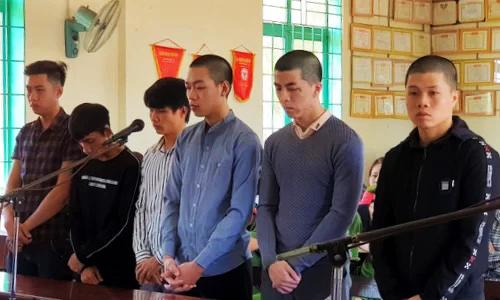 6 bị cáo tại tòa. Ảnh: Hoài Thanh.