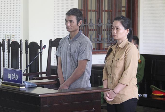 Tuyên và Long nghe tòa tuyên án.