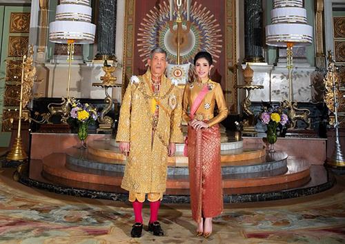Quốc vương Rama X và Hoàng quý phi Sineenat. Ảnh: Thailand Royal Household