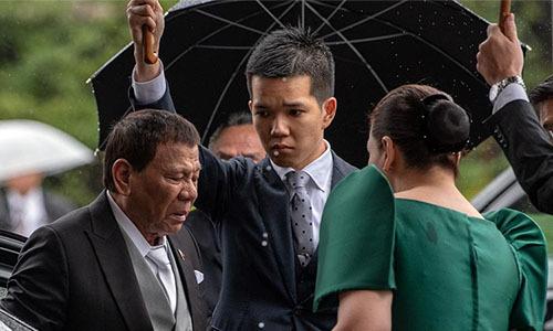Tổng thống Philippines Rodrigo Duterte tới dự lễ đăng quang của Nhật hoàng Naruhito ở Tokyo ngày 22/10. Ảnh: Reuters.
