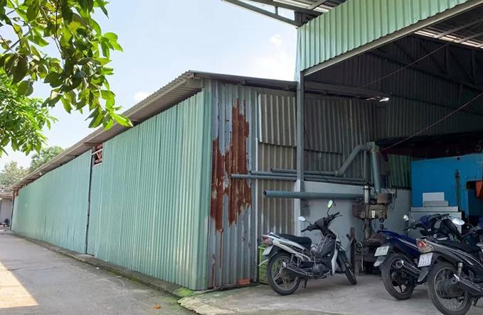 Dãy nhà xưởng xây dựng không phép của ông Thành và người thân ở hẻm 419 Kha Vạn Cân. Ảnh:Hữu Nguyên