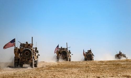 Đoàn xe thiết giáp Mỹ tại làng al-Hashisha, ngoại ô Tal Abyad, Syria hôm 8/9. Ảnh: AFP.