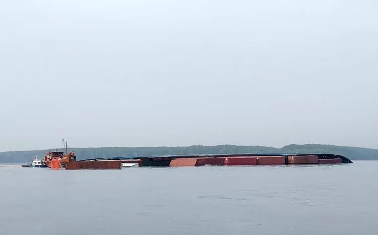 Tàu VietSun Integrity chìm ở sông Lòng Tàu. Ảnh: Cảng vụ Hàng hải TP HCM