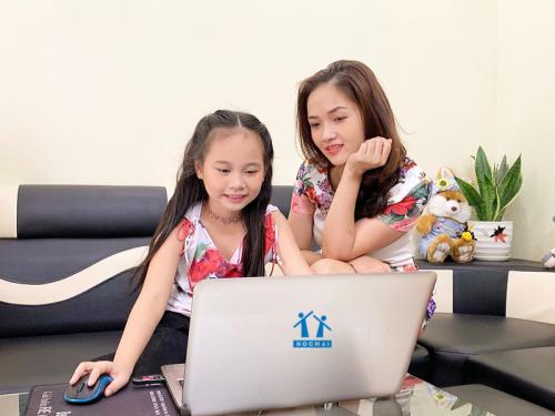 Học trực tuyến là một phương pháp khoa học được nhiều nước tiên tiếp áp dụng.