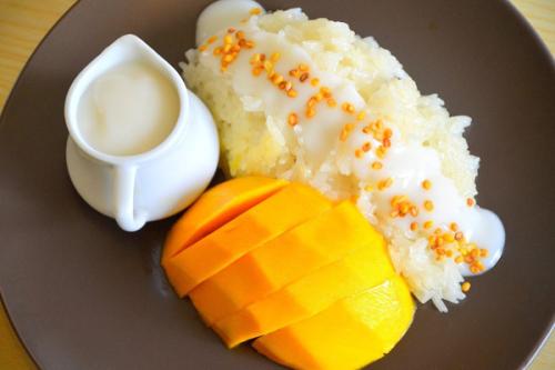 Món xôi xoài hài hòa về màu sắc, hấp dẫn trong hương vị.