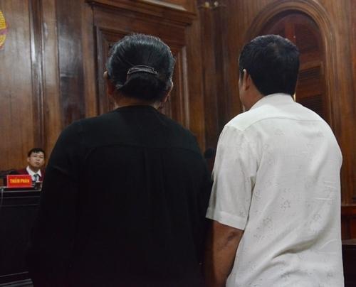 Cha mẹ bị hại dự phiên tòa. Ảnh: Uyên Trinh
