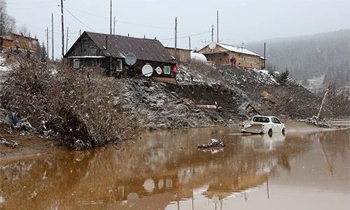 Một khu vực bị ảnh hưởng bởi vụ vỡ đập sông Sibe hôm 19/10 ởvùng Krasnoyarsk, phía đông Siberia, Nga. Ảnh: TASS.