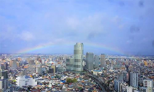 Hình ảnh cầu vồng xuất hiện ở Tokyo trong thời điểm Nhật hoàng đăng quang ngày 22/10. Ảnh: Twitter/Toyoda362.