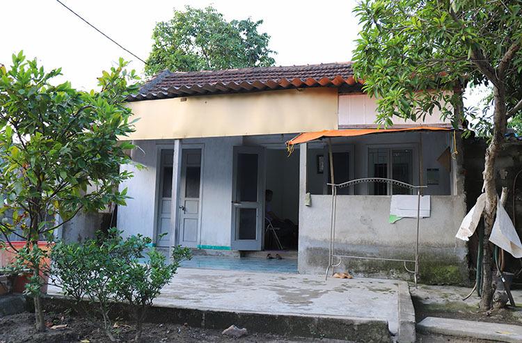 Căn nhà cấp bốn nơi vợ chồng ông Sơn sinh sống. Ảnh: Đức Hùng