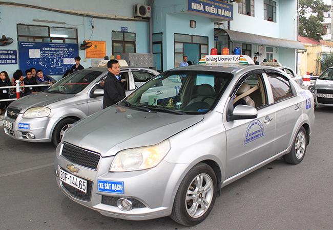 Sát hạch giấy phép lái xe tại Sài Đồng, Gia Lâm, Hà Nội. Ảnh: Anh Duy
