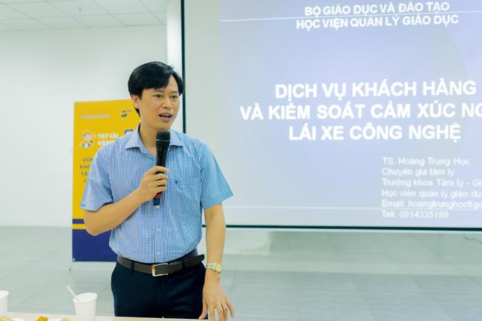 TS Hoàng Trung Học Trưởng khoa Tâm lý Giáo dục (Học viện quản lý giáo dục) trực tiếp giảng dạy cho tài xế be