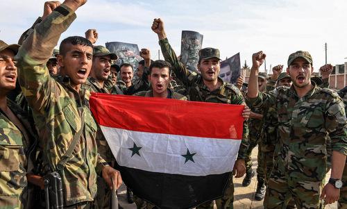 Binh sĩ chính phủ Syria tiến vào Manbij hôm 15/10. Ảnh: AFP.